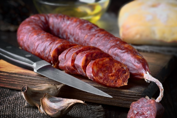 sliced chorizo on wood