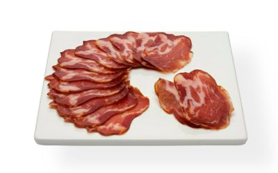 Cabecero de lomo (marinierter getr. Schweinsschopf) geschnitten, aus Navas de San Antonio, Ávila, Spanien